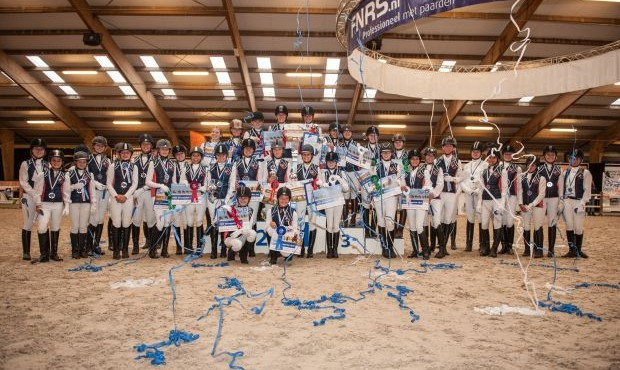 Twee amazones van de Hoge Devel gooien hoge ogen in de FNRS Zitcompetitie 2015